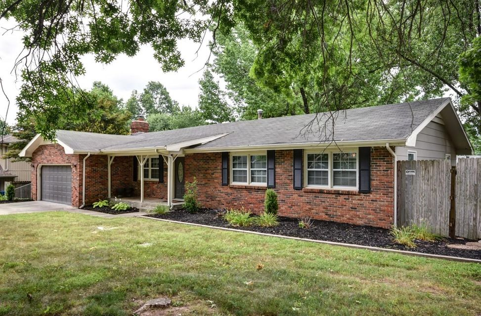 2816 East Imperial Circle Springfield, MO 65804