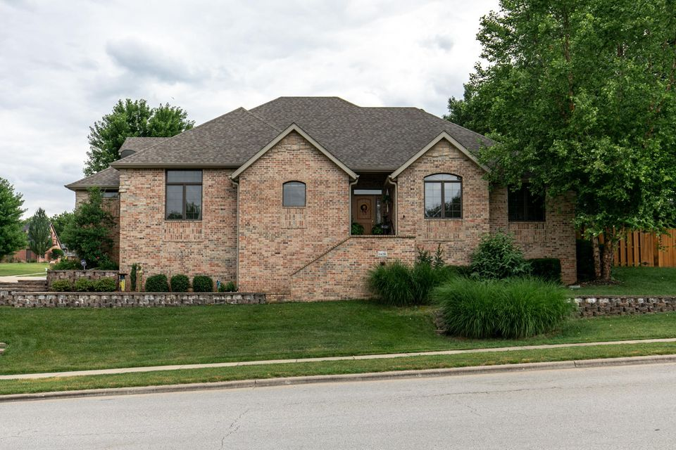 1628 East Wood Oaks Springfield, MO 65804