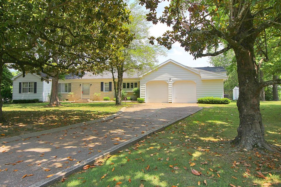 524 Parnell Drive Branson, MO 65616