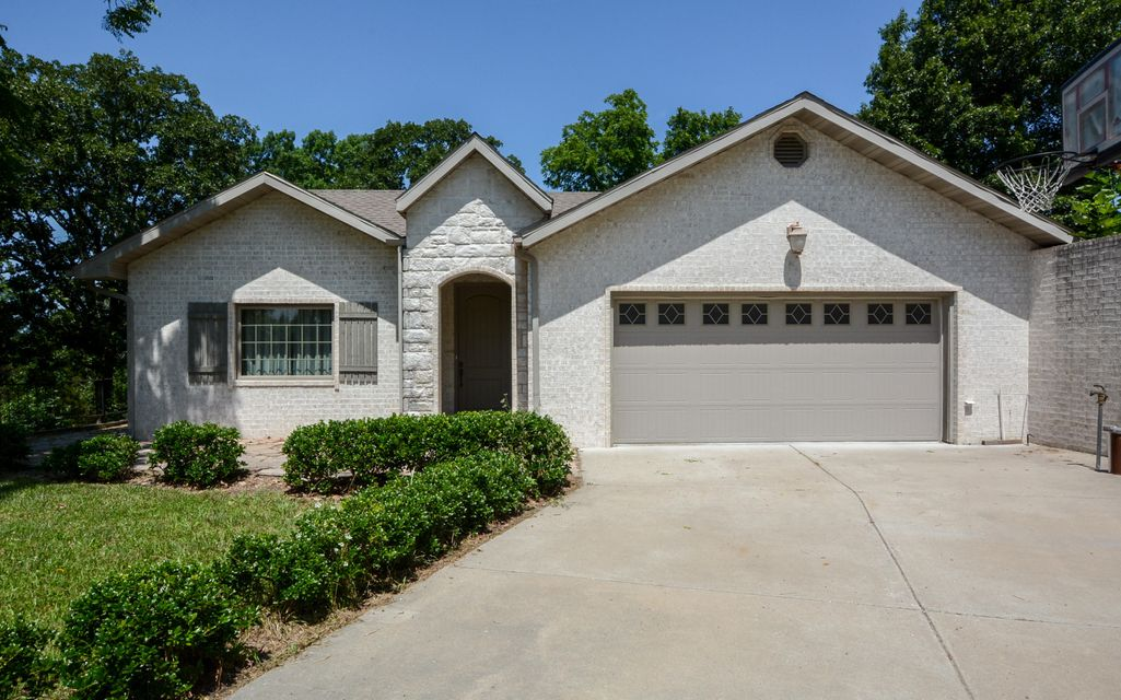 120 Hunters Glen Walnut Shade, MO 65771