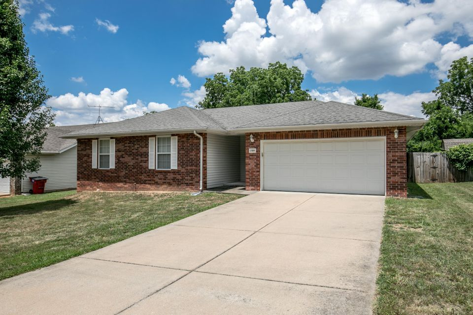 1509 West Parkview Street Ozark, MO 65721