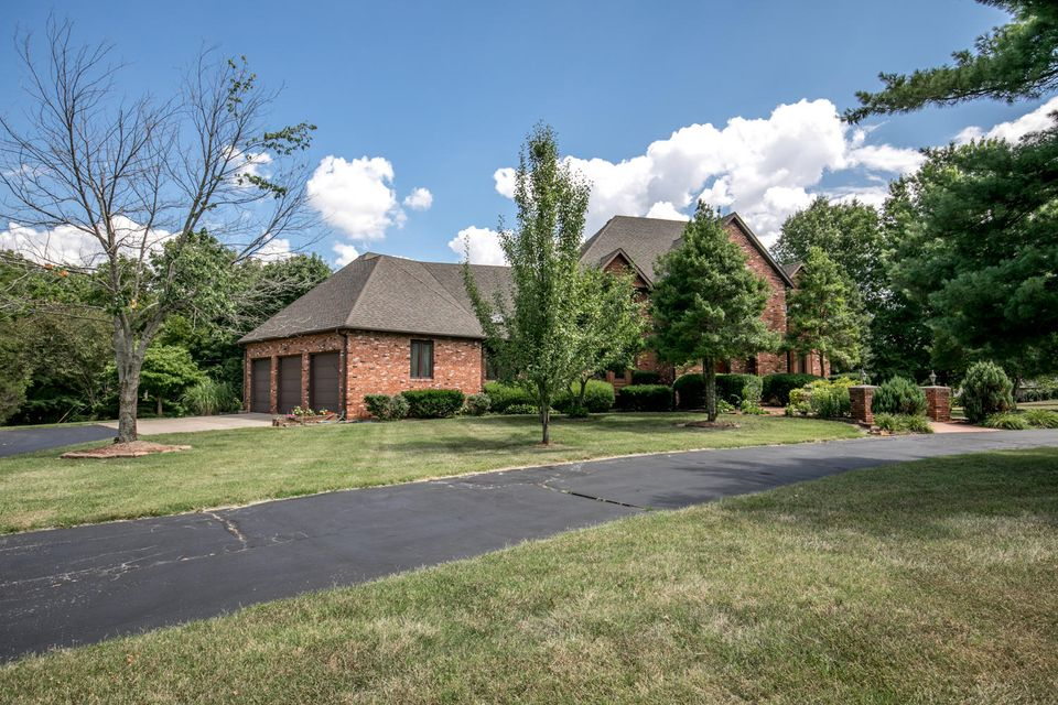 520 West Rivendale Drive Springfield, MO 65810
