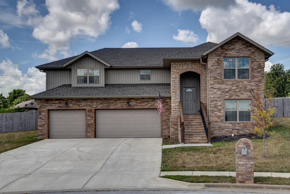 2109 South Gristmill Court Ozark, MO 65721