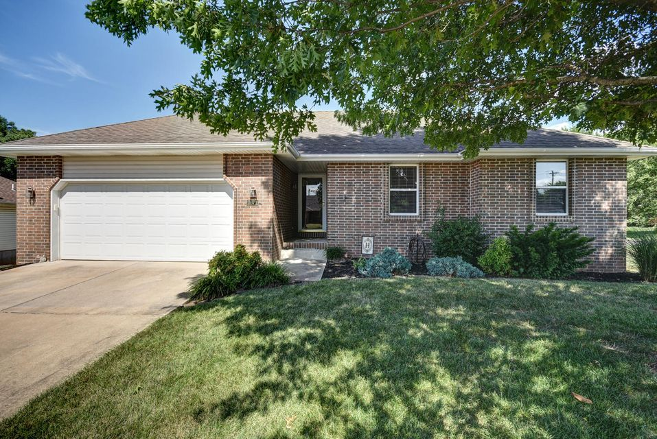 3671 West Vincent Drive Springfield, MO 65810
