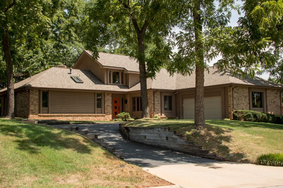 2037 East Timber Hill Place Springfield, MO 65804
