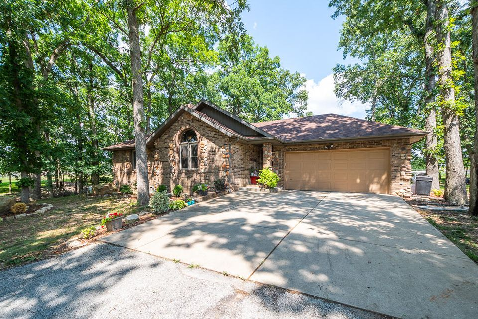 912 Two Rivers Road Highlandville, MO 65669