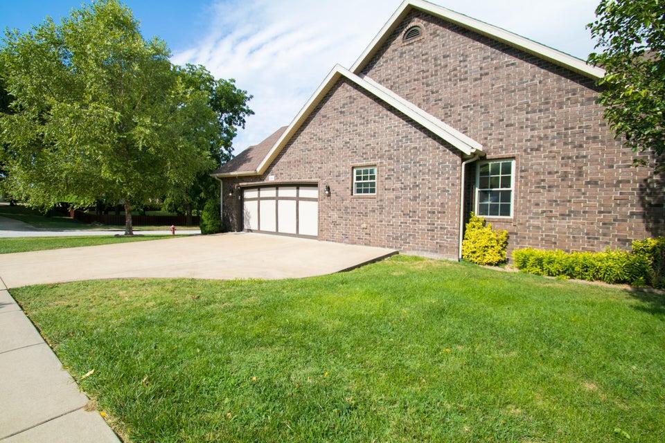 2305 Lakeside Court Ozark, MO 65721