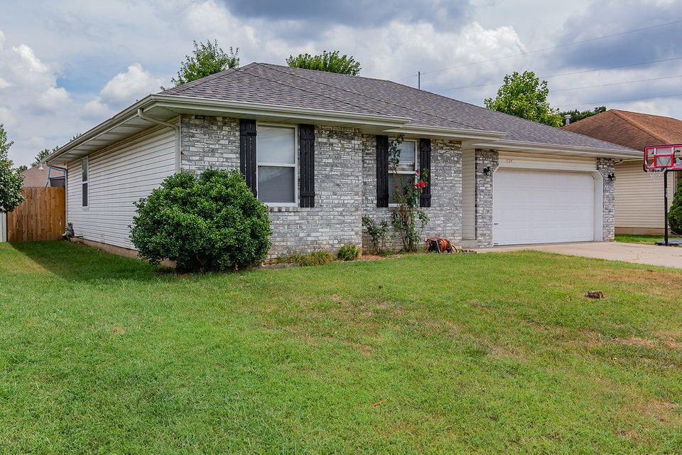 1024 North Hutchinson Avenue Springfield, MO 65803