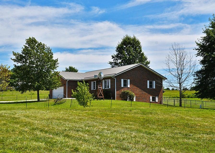 Residential for sale – 8890 West Farm Road 104   Willard, MO