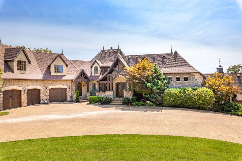 Residential for sale – 1098  Fruit Farm   Hollister, MO