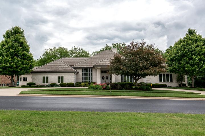 506 South Oaks Drive, Springfield, MO 65809
