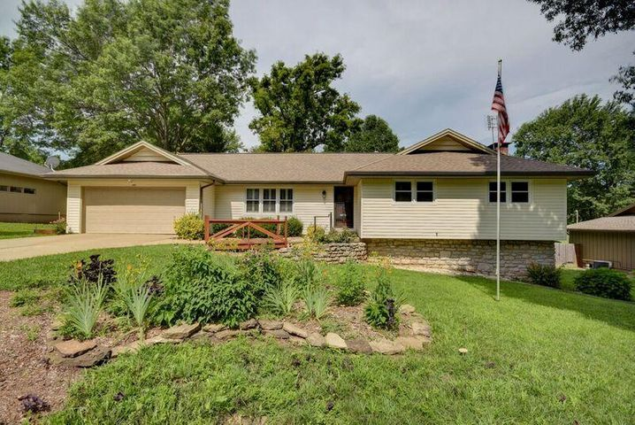 2865 South Barnes Avenue, Springfield, MO 65804