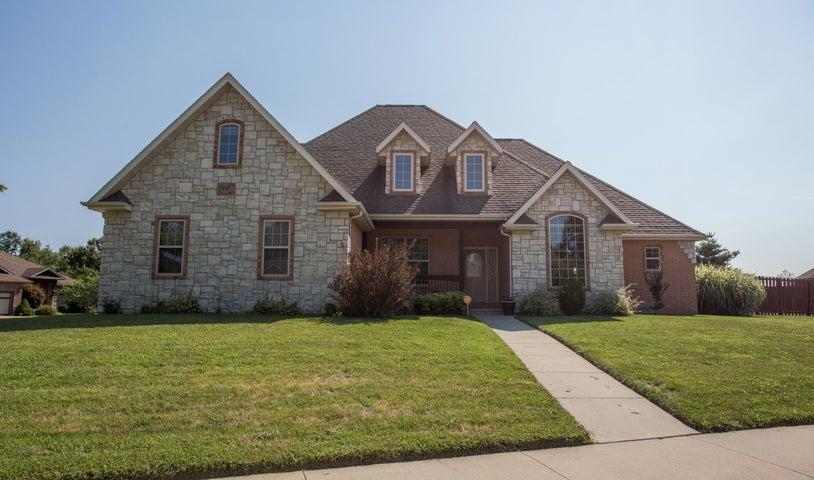 Beautiful home in one of the best neighborhoods in Ozark!