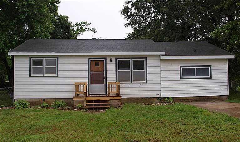 320 East Cleveland Street, Walnut Grove, MO 65770