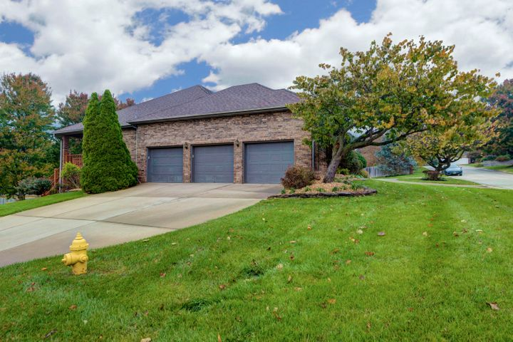5049 South Castlewood Drive, Springfield, MO 65804