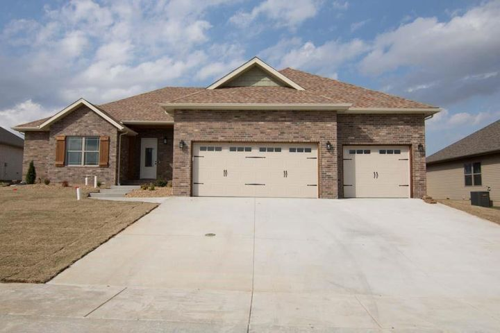 5645 East Conservatory Place, Strafford, MO 65757