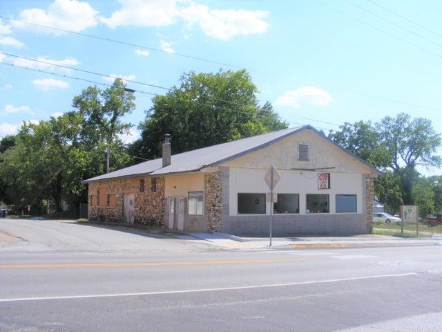 105 South Avenue, Sparta, MO 65753