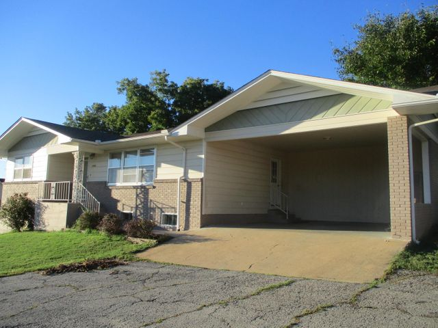 1306 North North Howell Avenue Avenue, West Plains, MO 65775