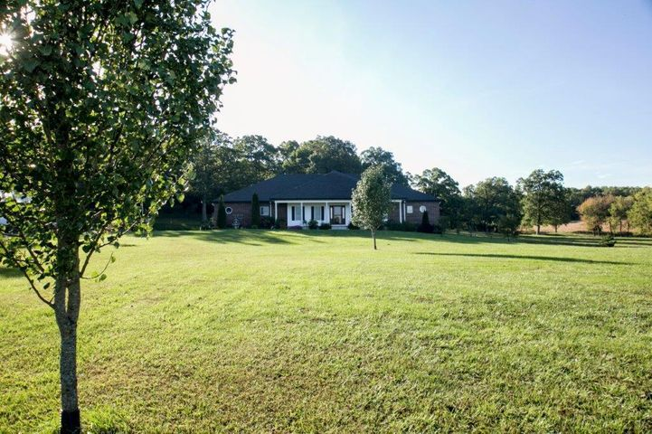 1000 Farmland Road, Marshfield, MO 65706
