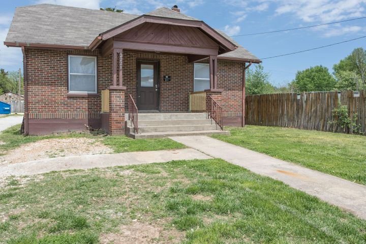2221 West College Street, Springfield, MO 65806