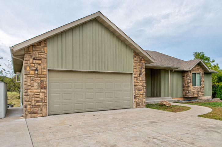399 Hedge Apple Drive, Strafford, MO 65757