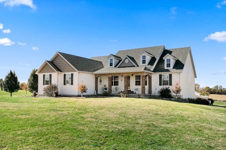 48 Village Drive, Marshfield, MO 65706