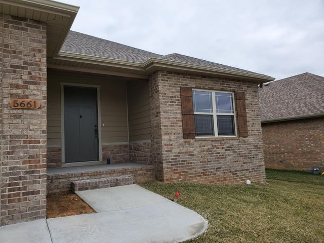 5661 East Park Place, Strafford, MO 65757