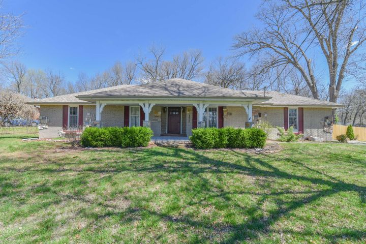5812 South Woodcliffe Drive, Springfield, MO 65804