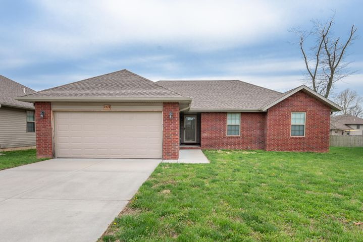 4524 West Brownstone Trace, Springfield, MO 65807