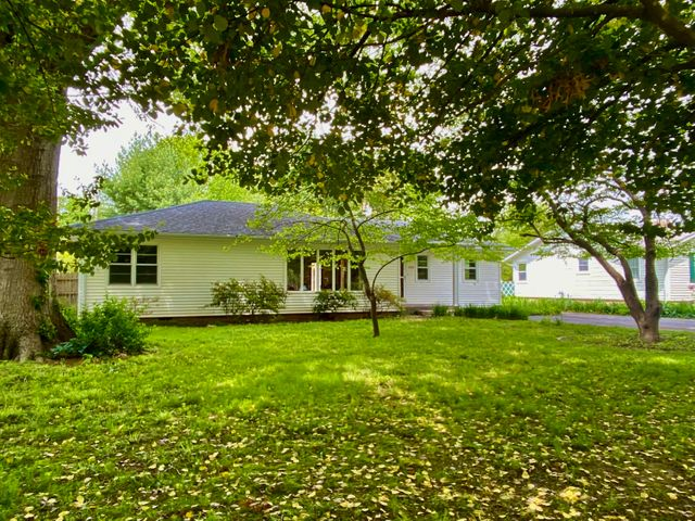 2043 Windsor Drive, Springfield, MO 65807