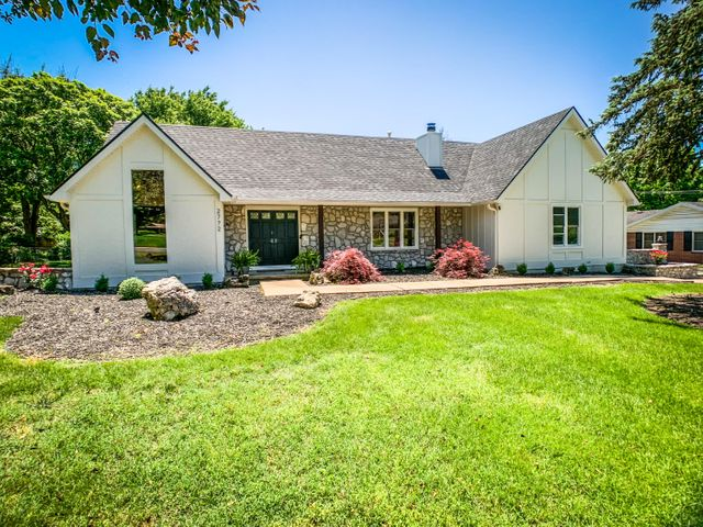 2772 East Southern Hills Boulevard, Springfield, MO 65804