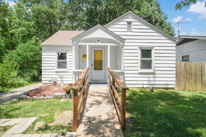 1521 East Commercial Street, Springfield, MO 65803