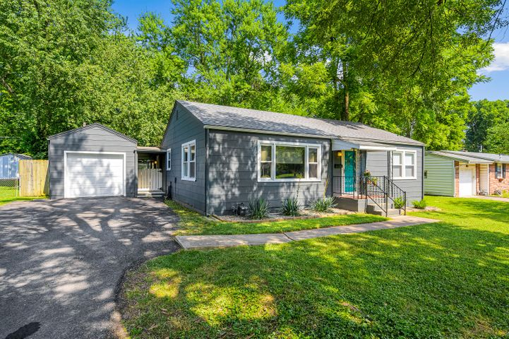 2402 South Luster Avenue, Springfield, MO 65804
