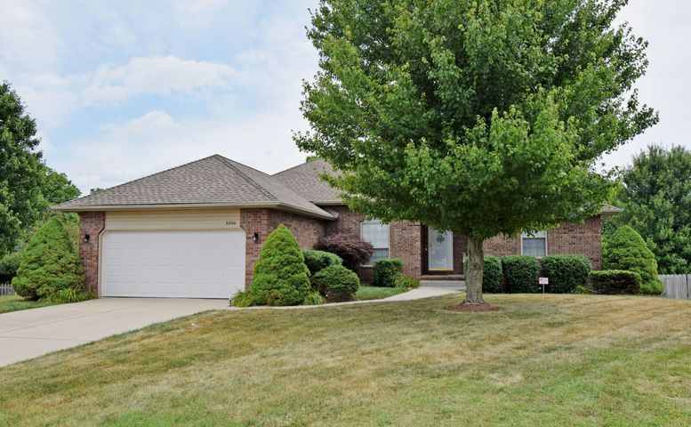 3206 West Mcclernon Street, Springfield, MO 65803