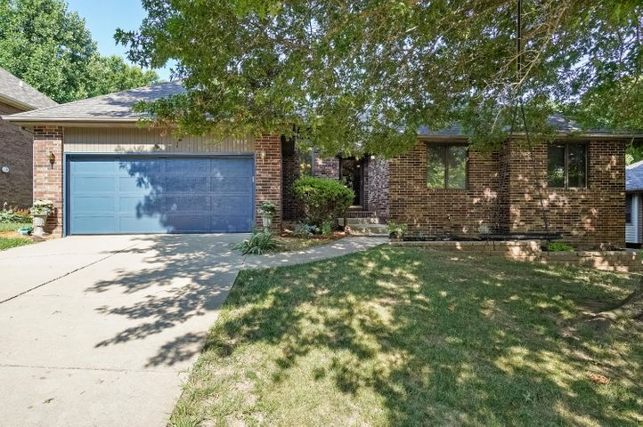 1917 South Woodbury Avenue, Springfield, MO 65809