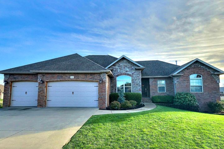 3739 North Meadowgate Court, Springfield, MO 65803