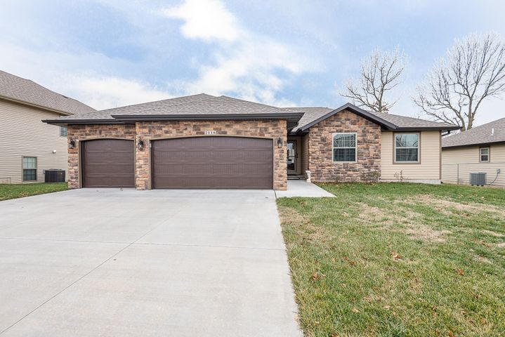 2116 West Mcclernon Street, Springfield, MO 65803