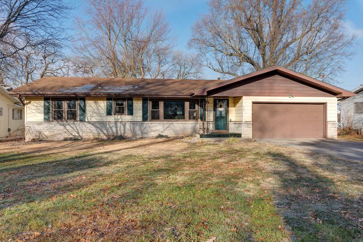 1827 South Thelma Avenue, Springfield, MO 65807