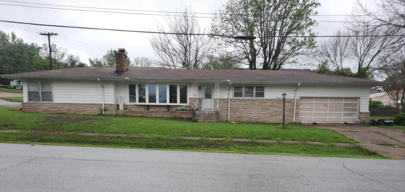 Residential for sale – 407  Benton   Ava, MO