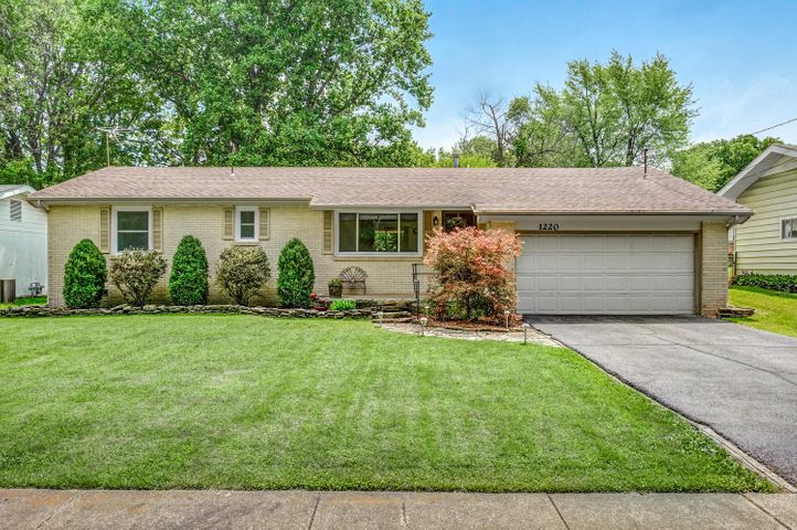 1220 South Belcrest Avenue, Springfield, MO 65804