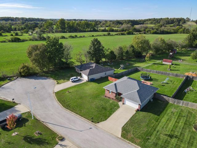 713 West Christopher Lane, Clever, MO 65631
