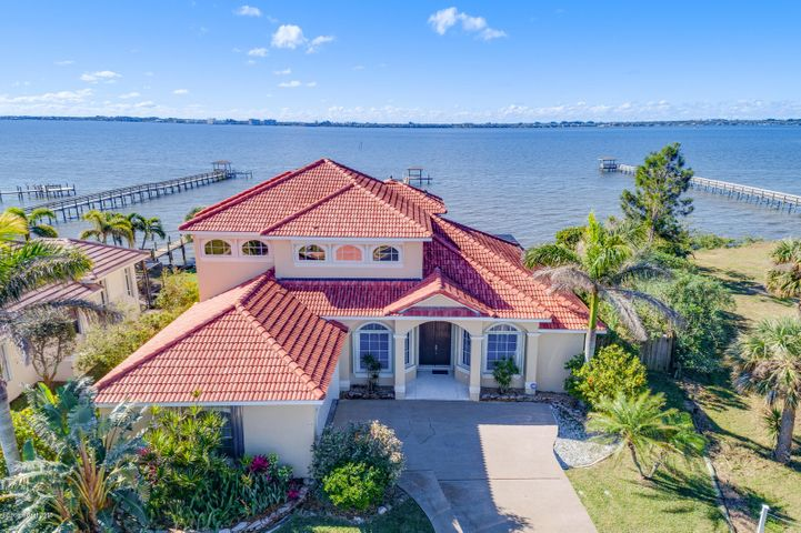 Gorgeous Home on the Indian River