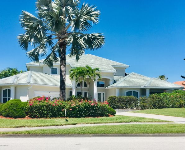 Front street view of oversized lot