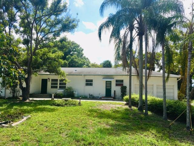 909 N Tropical Trail N, Merritt Island, FL 32953
