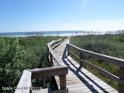 Few steps to the beach!