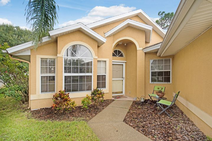 3900 Saint Armens Circle, Melbourne, FL 32934