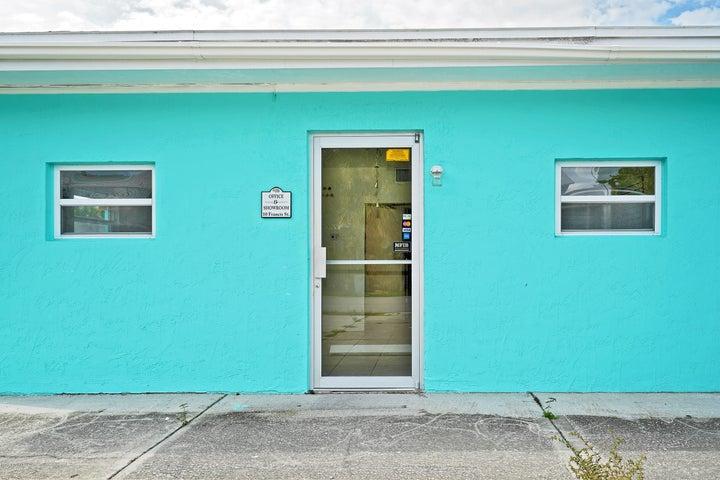 10 Francis Street, Cocoa Beach, FL 32931