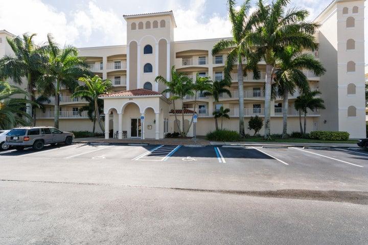 551 Casa Bella Drive, 203, Cape Canaveral, FL 32920