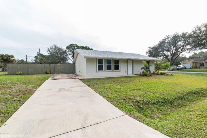 995 Husted Avenue SE, Palm Bay, FL 32909