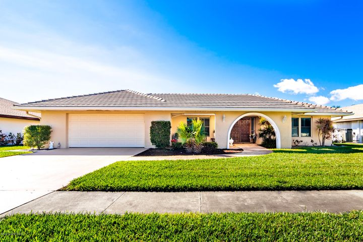 655 S Hedgecock Square, Satellite Beach, FL 32937